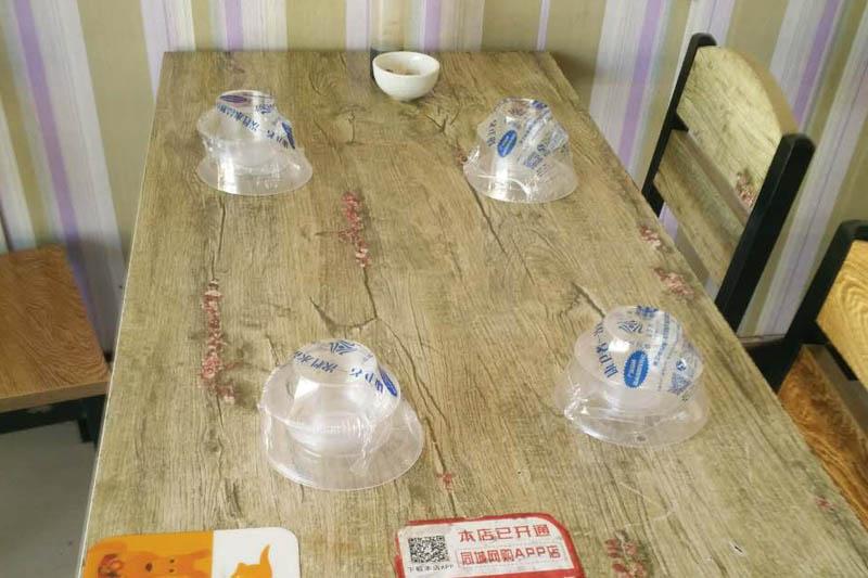 康卫者一次性水晶餐具是什么材料做的